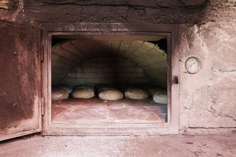 Brotbacken auf der Amoseralm