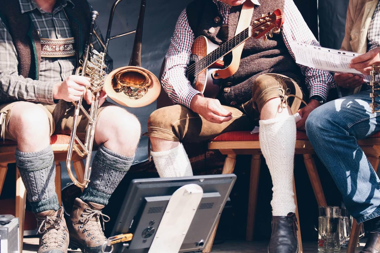 Traditionelle Musik zum Schafabtrieb.