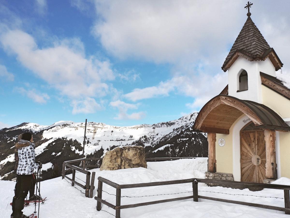 Skigebiet Dorfgastein mit der Kapelle bei der Wengeralm