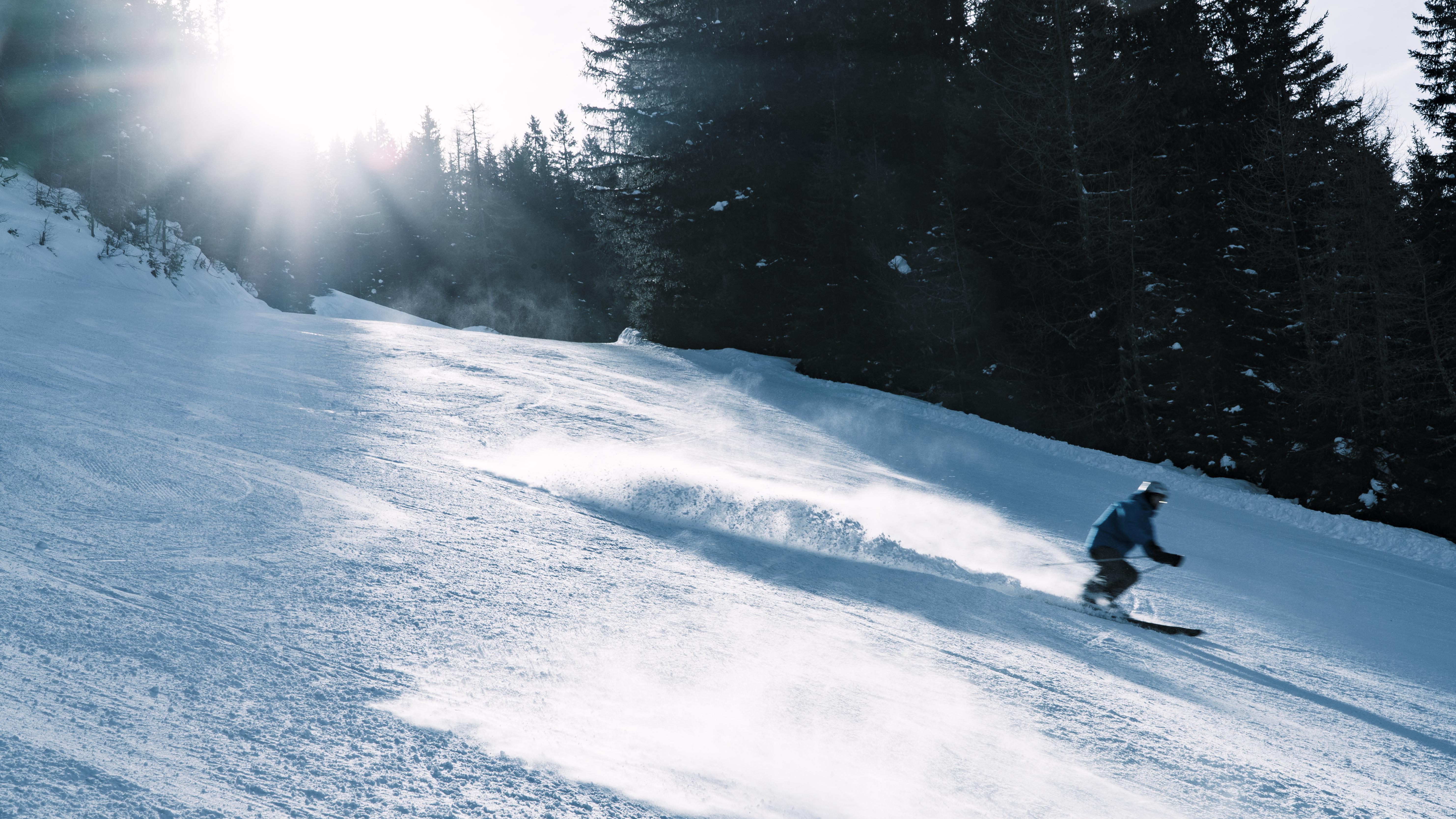 Skifahrer im Sonnenschein am Graukogel
