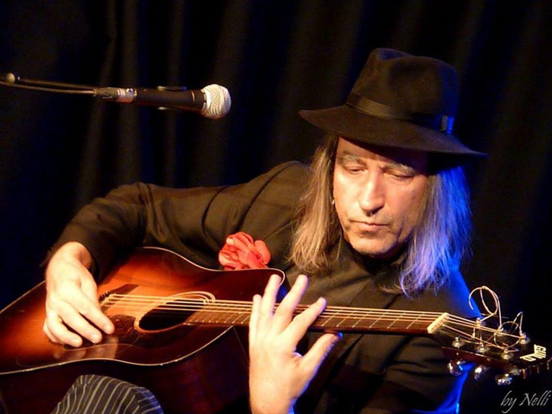 Ripoff Raskolnikov mit seiner Gitarre