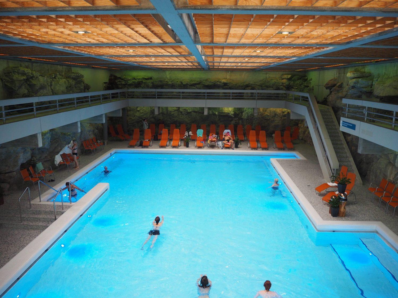 Fels und Beton: Die Schwimmhalle der Felsentherme, Bad Gastein