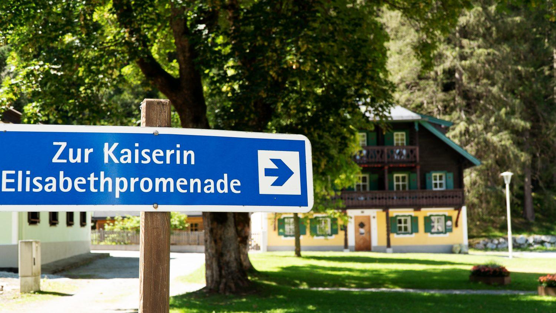 Wegweiser zur Kaiserin Elisabethpromenade in Böckstein