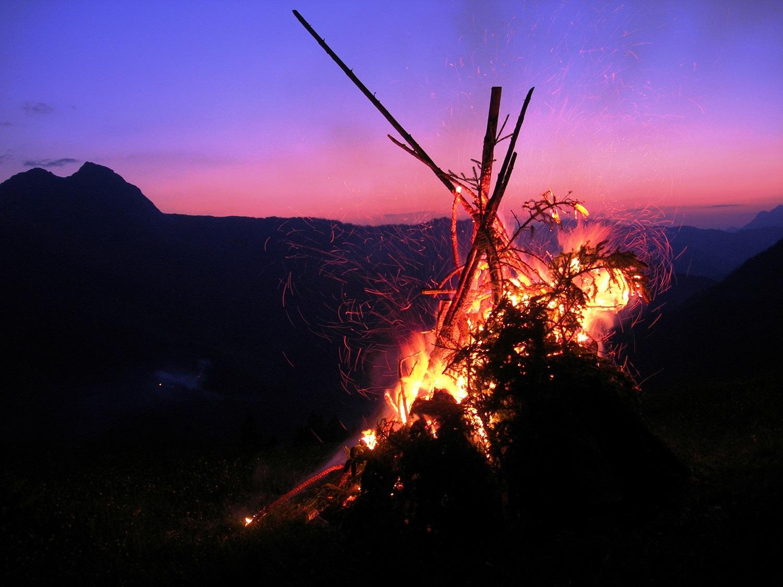 Feuerstelle in der Nacht