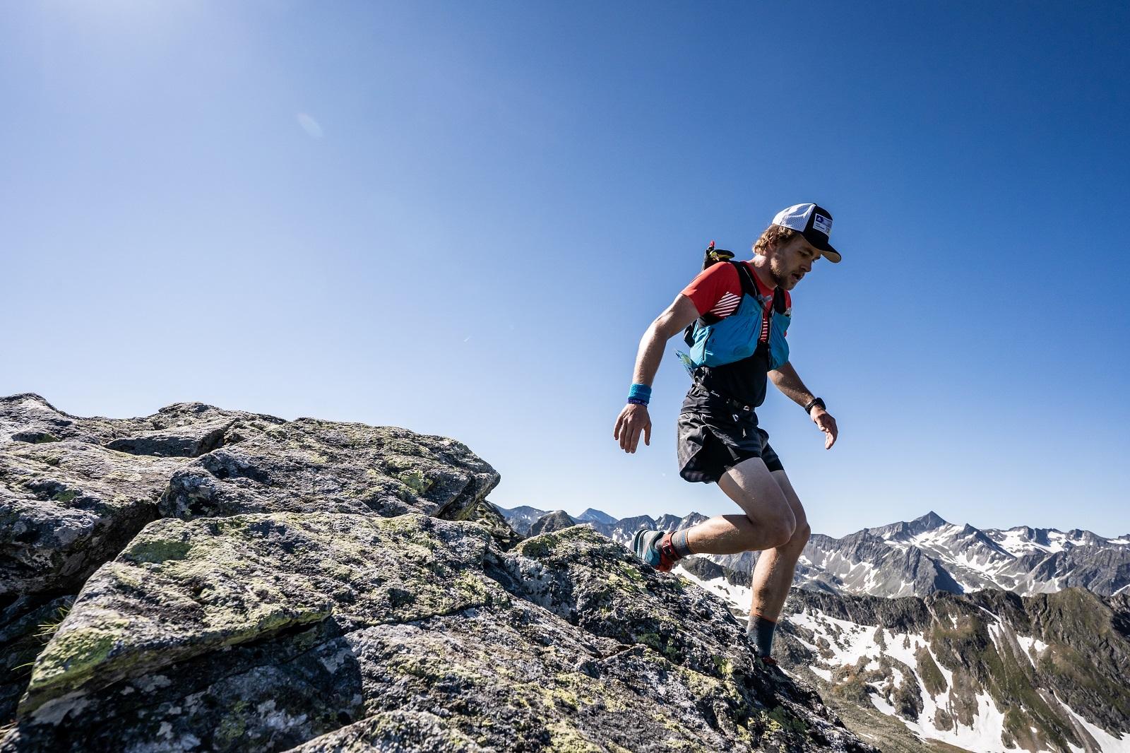 der zweite Staffelläufer am Berg