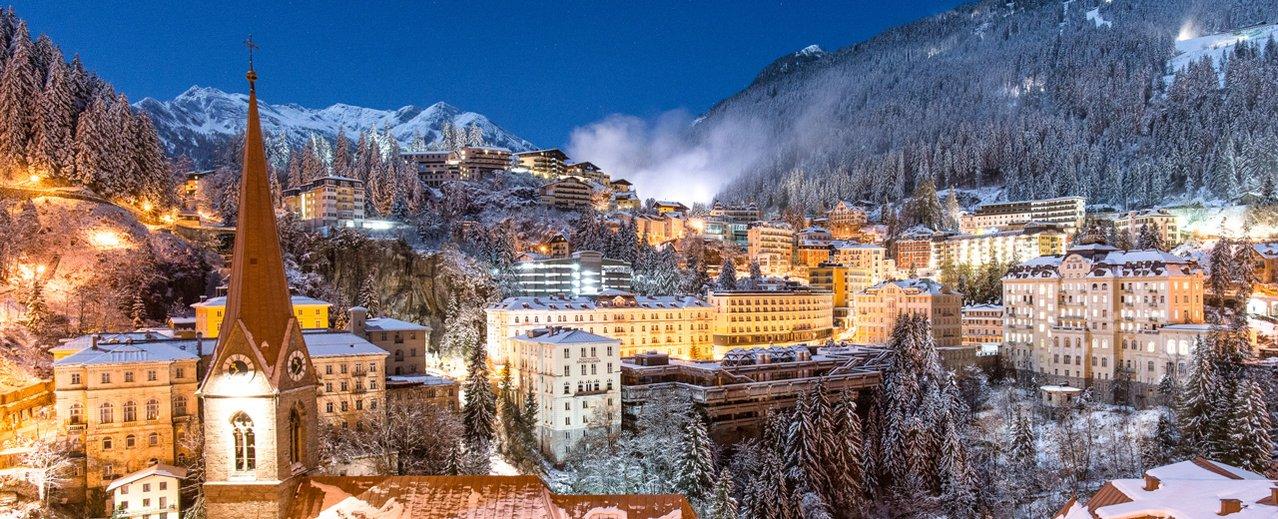 Nachtaufnahme von Bad Gastein im Winter