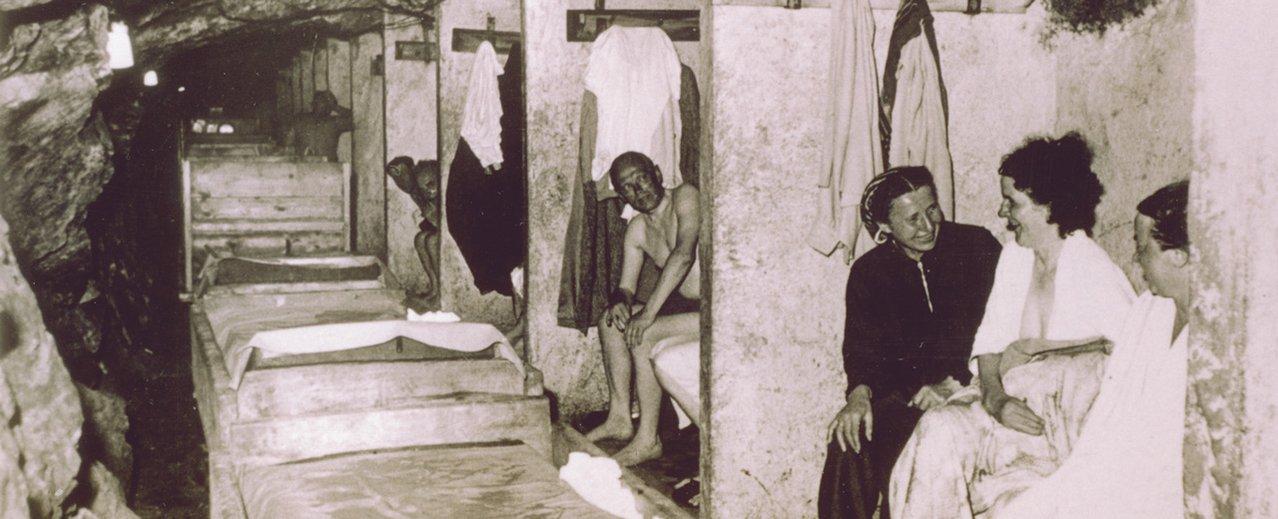Historisches Bild vom Personen im Gasteiner Heilstollen