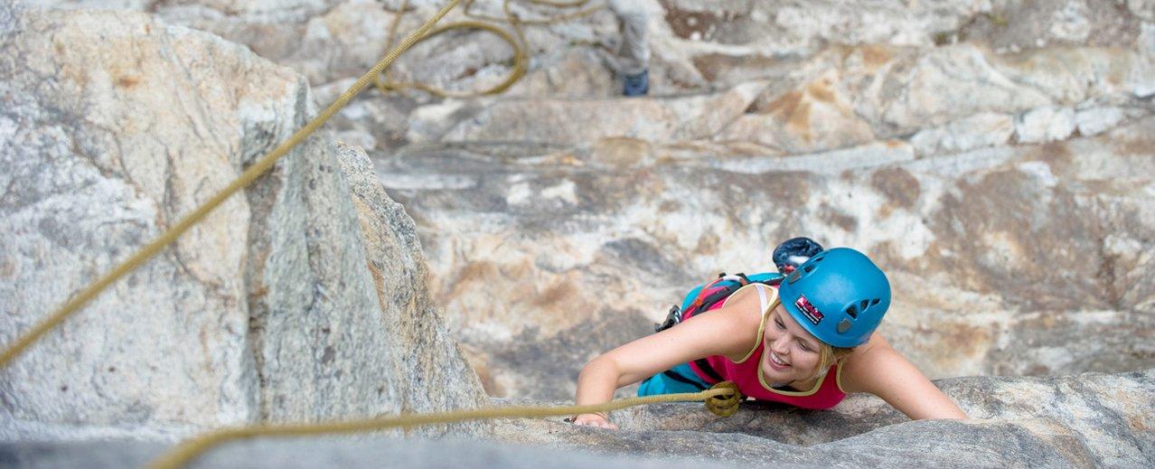 Kletterer auf einer Wand im Gasteinertal