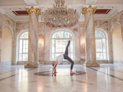Yoga im Foyer