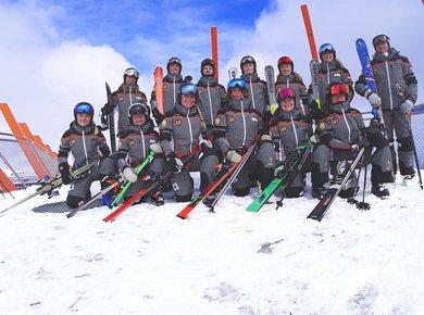 Gruppenfoto auf plattform